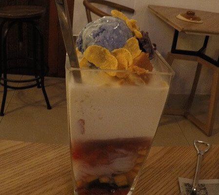 Filipino Food: Halo-halo dessert