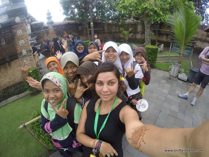 Getting surrounded by schoolgirls in Kotagede, Yogyakarta