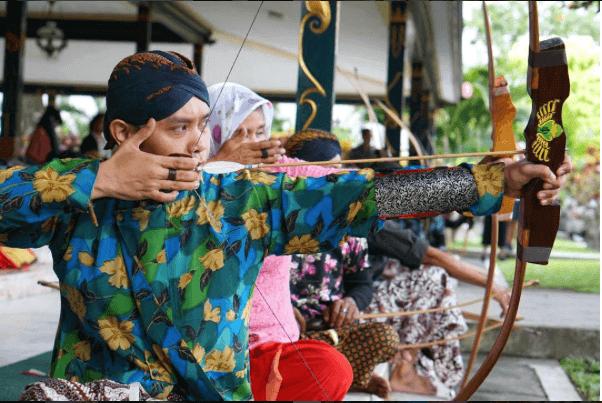 Jemparingan in Yogyakarta by Riyanni Djangkaru