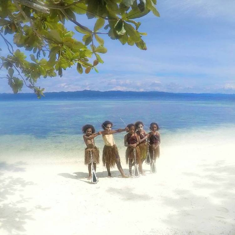 Beautiful children of Arborek village - Raja Ampat Travel Guide