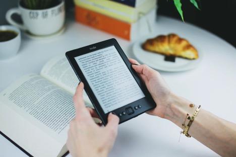 Ebook Reader - 8 Useful Gadgets for Traveling