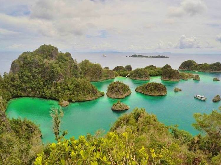 Pianemo Viewpoint - Raja Ampat Travel Guide by Drifter Planet